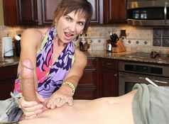 Over 40 mom Lilian Tech handjobs one giant dick when she catched her young step son jerking off in hs...